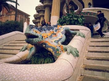 16-02-12-barcelona-dragon-statue